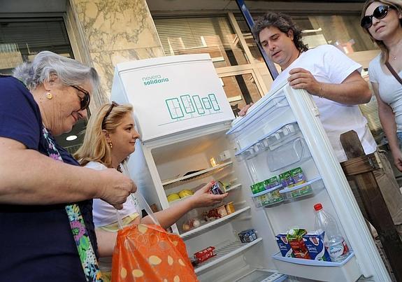 """Lotta allo spreco, l'esperienza dei """"frigoriferi della solidarietà"""""""